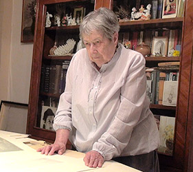 Елена Борисовна Левина - дочь Евы Павловны много лет посвятила творчеству своей мамы. Выставки, каталоги, публикации всегда проходили с ее неизменным участием